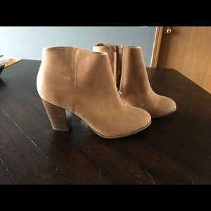 BNWT Old Navy Size 9 Tan Booties